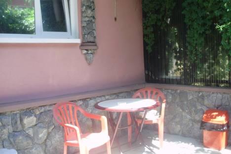 Сдается 2-комнатная квартира посуточно в Судаке, виногарадная 12.