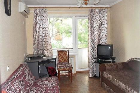 Сдается 2-комнатная квартира посуточно в Феодосии, ул. Украинская 22/11.