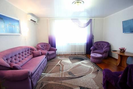 Сдается 3-комнатная квартира посуточно в Евпатории, пр. Победы, 37.