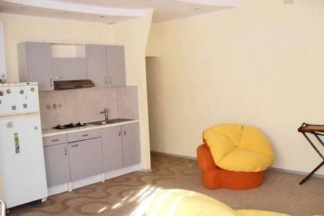 Сдается 2-комнатная квартира посуточно в Феодосии, ул. Федько 32.