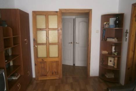 Сдается 2-комнатная квартира посуточно в Феодосии, ул. Маяковского.