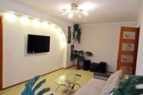 Сдается 2-комнатная квартира посуточно в Феодосии, ул. Куйбышева 6.