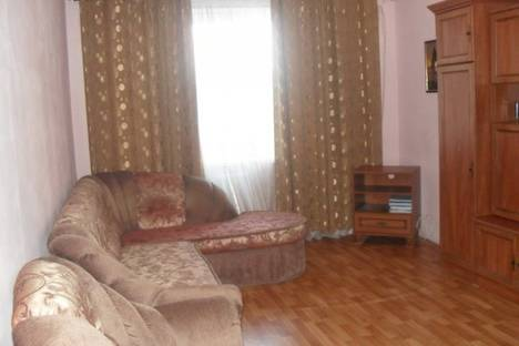 Сдается 3-комнатная квартира посуточно в Феодосии, ул. Куйбышева 57.