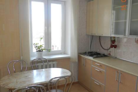 Сдается 2-комнатная квартира посуточно в Феодосии, ул.Куйбышева, дом 2.