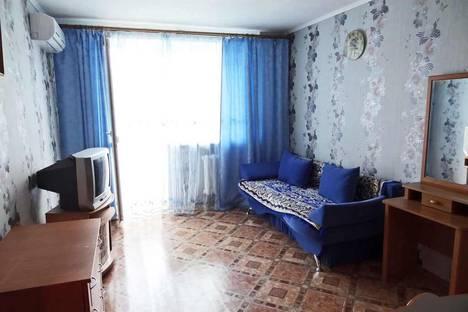 Сдается 1-комнатная квартира посуточно в Феодосии, ул. Кирова 8.