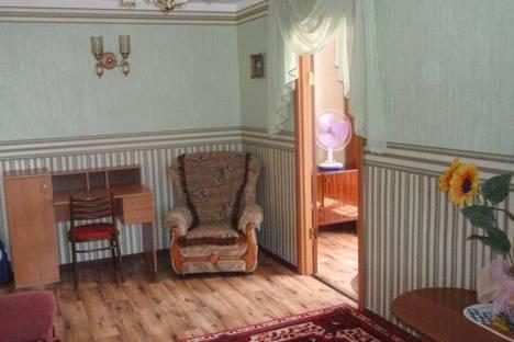 Сдается 2-комнатная квартира посуточно в Феодосии, ул. Украинская, 16.