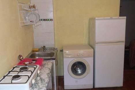 Сдается 1-комнатная квартира посуточно в Феодосии, ул Ленина.