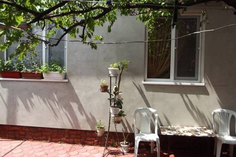 Сдается 1-комнатная квартира посуточно в Феодосии, 1-го мая,5.