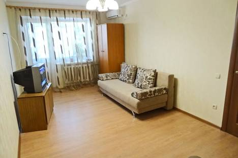 Сдается 1-комнатная квартира посуточно в Феодосии, ул. Галерейная 19.