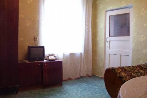 Сдается 2-комнатная квартира посуточно в Феодосии, ул.Нахимова 54.