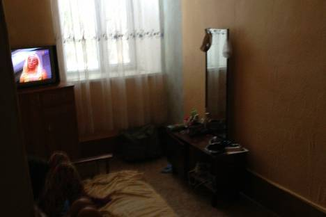 Сдается 2-комнатная квартира посуточно в Феодосии, ул .революционная.