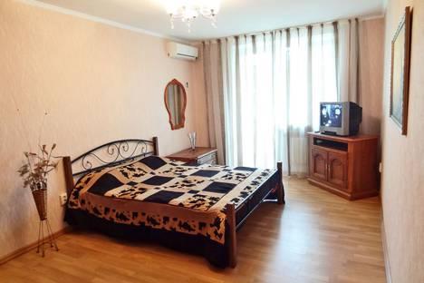 Сдается 1-комнатная квартира посуточно в Феодосии, ул. Крымская 86.