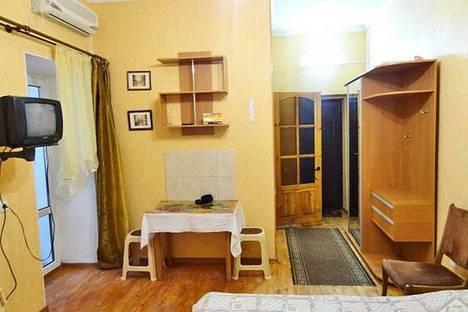 Сдается 1-комнатная квартира посуточно в Феодосии, ул. Новая 3.