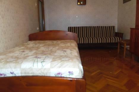 Сдается 2-комнатная квартира посуточно в Алупке, Западная 19.
