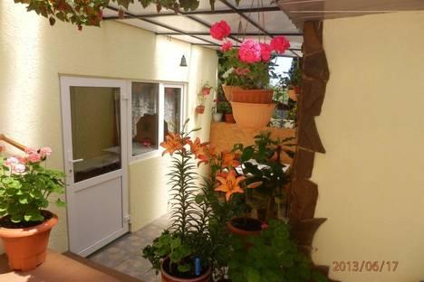 Сдается 2-комнатная квартира посуточно в Алупке, ул. Калинина  13.