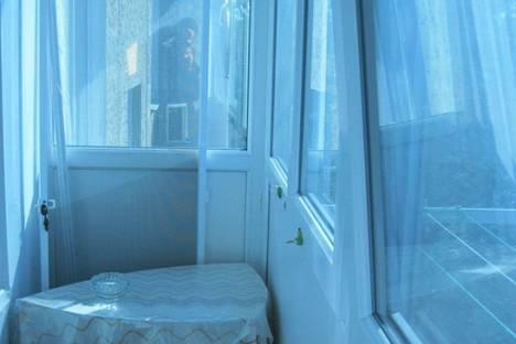 Сдается 2-комнатная квартира посуточно в Керчи, ул. Всесоюзная.
