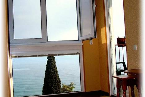 Сдается 1-комнатная квартира посуточно в Ялте, пер матросский 10.