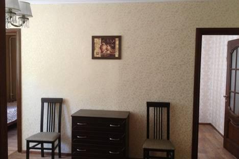 Сдается 2-комнатная квартира посуточно в Алуште, ул.Ленина, 51.