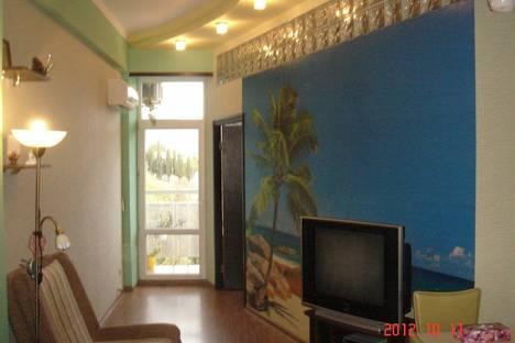 Сдается 2-комнатная квартира посуточно в Алуште, Чатырдагская 1а.