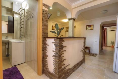 Сдается 2-комнатная квартира посуточно в Алуште, ул.Хромых 12.