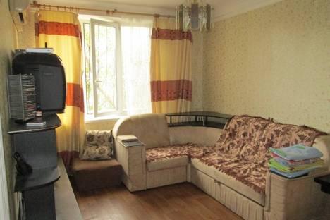 Сдается 2-комнатная квартира посуточно в Алуште, Ленина 25.