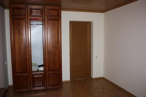 Сдается 5-комнатная квартира посуточнов Береговом, Школьная.