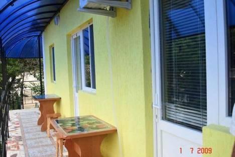 Сдается 5-комнатная квартира посуточно в Феодосии, улица Шевченко 1/5.