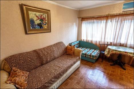 Сдается 1-комнатная квартира посуточно в Алупке, ул. Фрунзе 11.