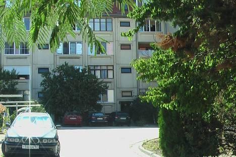 Сдается 2-комнатная квартира посуточнов Коктебеле, пер.Долинный 27.