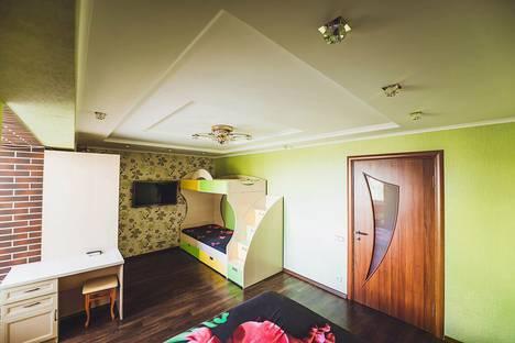 Сдается 1-комнатная квартира посуточно в Алуште, Октябрьская ул. 33.