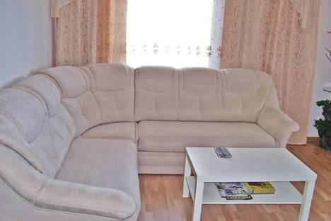 Сдается 2-комнатная квартира посуточно в Феодосии, бул. Старшинова 10а.