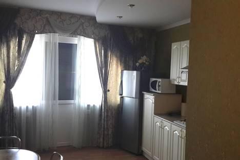 Сдается 1-комнатная квартира посуточнов Алуште, Красноармейская улица, 2.
