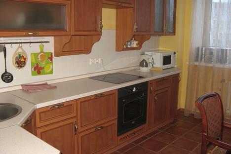 Сдается 2-комнатная квартира посуточнов Тюмени, ул. Мельникайте, 55.