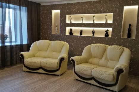 Сдается 2-комнатная квартира посуточнов Ухте, набережная Нефтяников, 11.