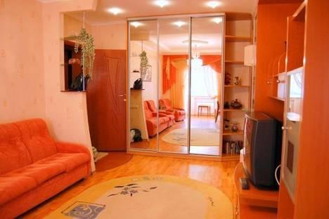 Сдается 2-комнатная квартира посуточно в Донецке, Артема, 108.