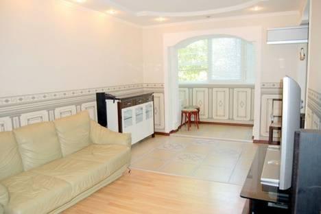 Сдается 2-комнатная квартира посуточно в Донецке, Артема, д.88.