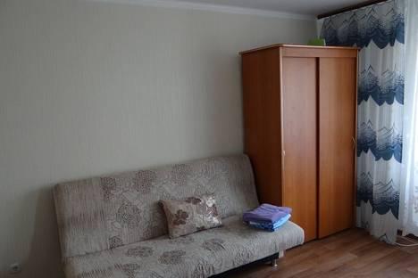 Сдается 1-комнатная квартира посуточно в Тобольске, 7 микрорайон дом 45.