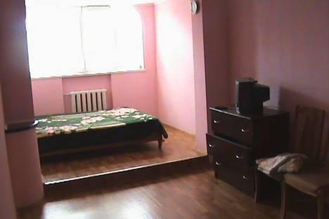 Сдается 3-комнатная квартира посуточно в Алуште, Октябрьская,38.