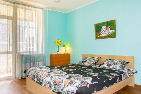 Сдается 3-комнатная квартира посуточно в Екатеринбурге, ул. Родонитовая,  23а.