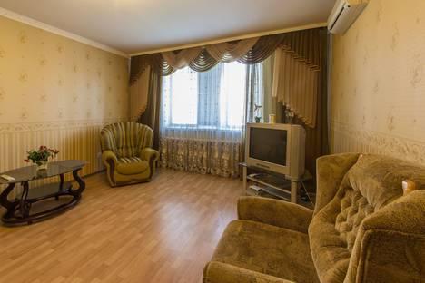 Сдается 3-комнатная квартира посуточно, Героев Сталинграда 53.