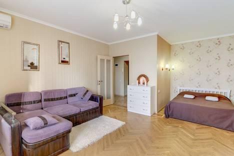 Сдается 1-комнатная квартира посуточно в Харькове, пр. Ленина 19б.