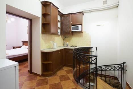 Сдается 2-комнатная квартира посуточно в Львове, пл.Рынок 8.