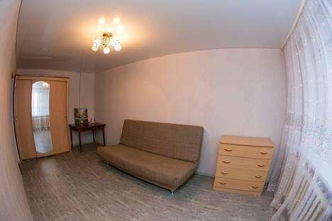 Сдается 1-комнатная квартира посуточно в Нефтеюганске, 2 микрорайон дом 7.