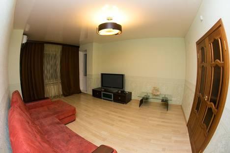 Сдается 2-комнатная квартира посуточнов Нефтеюганске, 2 микрорайон дом 15.