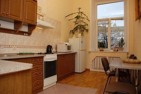 Сдается 4-комнатная квартира посуточно в Львове, Квитневая улица 14.
