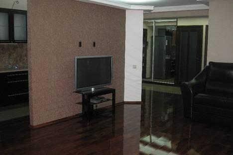 Сдается 3-комнатная квартира посуточно в Севастополе, ул. Ленина 24.