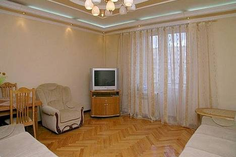 Сдается 3-комнатная квартира посуточно в Львове, Кирила и Мефодия 3.