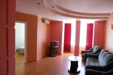 Сдается 2-комнатная квартира посуточно в Луганске, Площадь Героев ВОВ, 7.