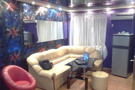 Сдается 2-комнатная квартира посуточно в Луганске, ул.Титова, 15.