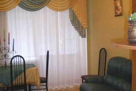 Сдается 3-комнатная квартира посуточно в Луганске, ул. Оборонная, 3.